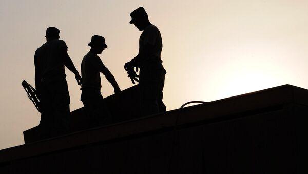 workers on a construction site - Sputnik International