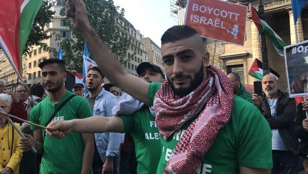 Demonstrators gather in Paris to protest Gaza violence - Sputnik International