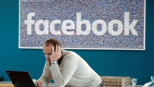 A visitor works on his computer at France's Facebook headquarters in Paris, France, May 15, 2018 - Sputnik International