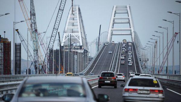 Car traffic on the Crimean Bridge's freeway section - Sputnik International