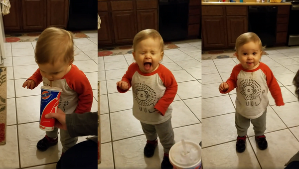 What the Fizz? Toddler Disgusted, Energized After Tiniest Sip of Soda - Sputnik International