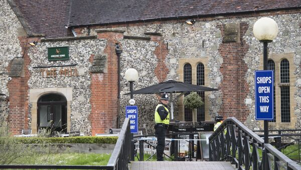 A police officer near the Mill pub in Salisbury, where the traces of the nerve agent used to poison former Main Intelligence Directorate colonel Sergei Skripal and his daughter Yulia were found - Sputnik International