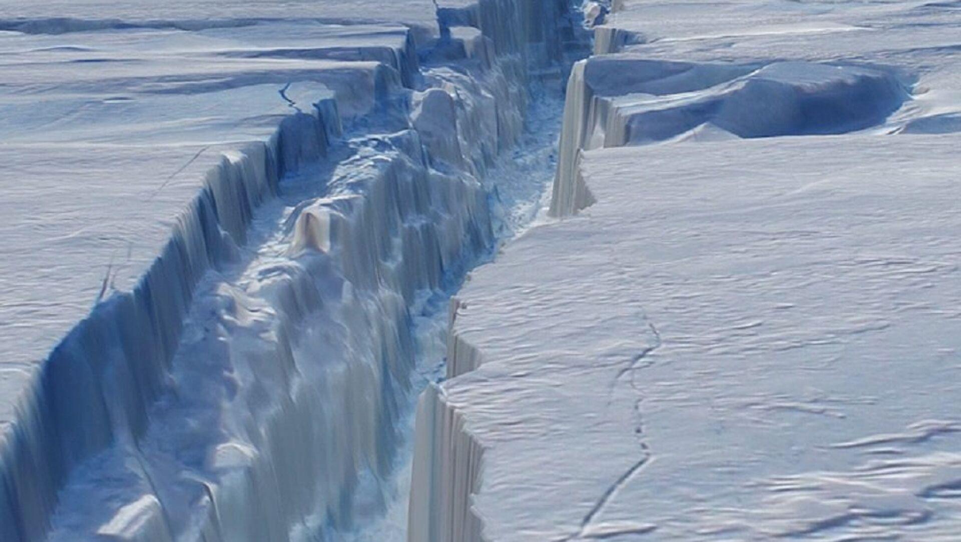 The crack in Antarctica's Pine Island Glacier. - Sputnik International, 1920, 29.07.2021