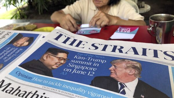 FILE - In this May 11, 2018, file photo, a news vendor counts her money near a stack of newspapers with a photo of U.S. President Donald Trump, right, and North Korea's leader Kim Jong Un on its front page in Singapore. - Sputnik International