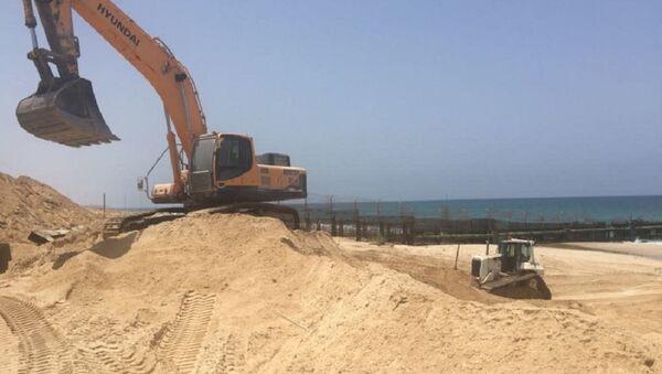 Construction on a new barrier along the sea in Gaza - Sputnik International