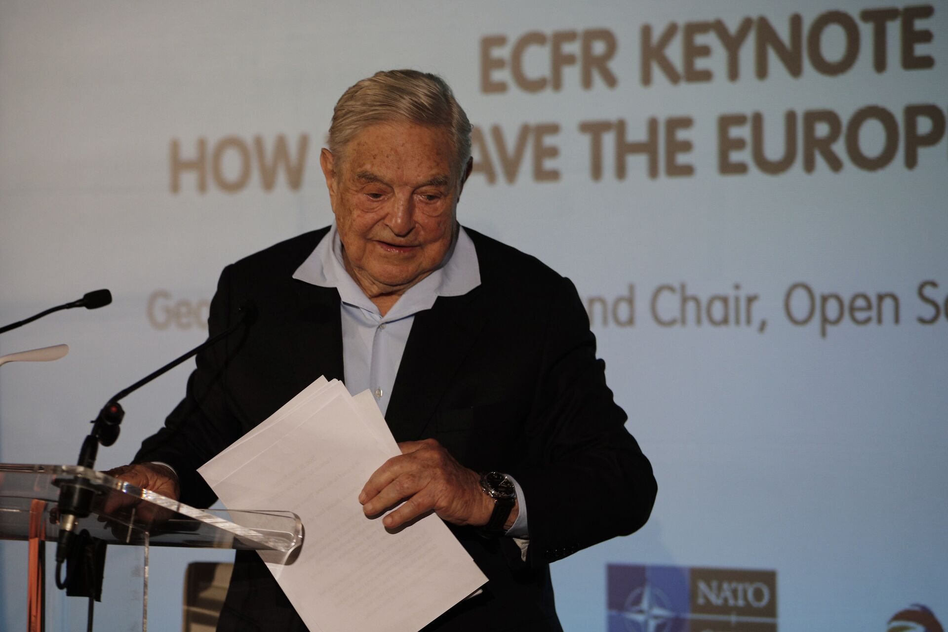 George Soros, Founder and Chairman of the Open Society Foundations leaves after his speech entitled How to save the European Union as he attends the European Council On Foreign Relations Annual Council Meeting in Paris, Tuesday, May 29, 2018 - Sputnik International, 1920, 06.10.2021