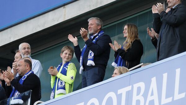 Chelsea FC owner Roman Abramovich, center, applauds at the end of the English Premier League last round soccer match between Chelsea and Sunderland at Stamford Bridge stadium in London, Sunday, May 21, 2017 - Sputnik International