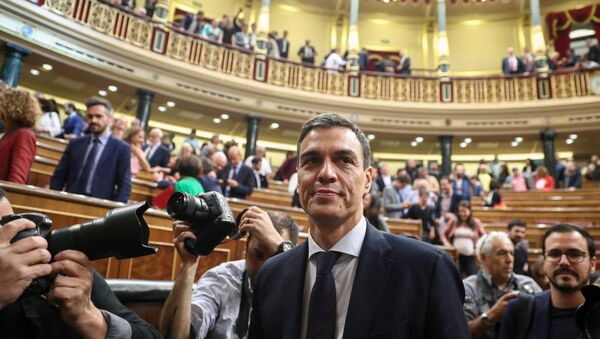 Spain's new Prime Minister and Socialist party (PSOE) leader Pedro Sanchez stands in the chamber after a motion of no confidence vote at parliament in Madrid, Spain, June 1, 2018 - Sputnik International