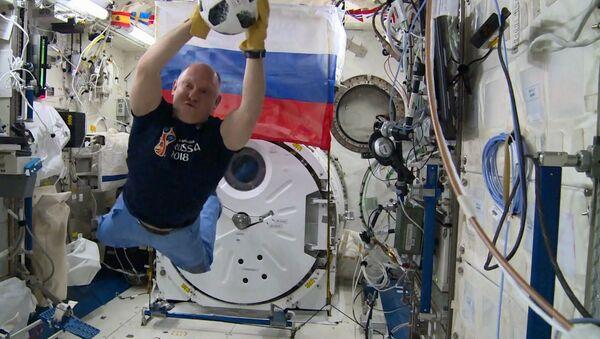 The Roskosmos astronaut  Oleg Artemyev holds a soccer training on the International Space Station - Sputnik International