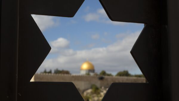The Dome of the Rock Mosque in the Al-Aqsa Mosque compound in Jerusalem's Old City is seen through a door with the shape of star of David. - Sputnik International