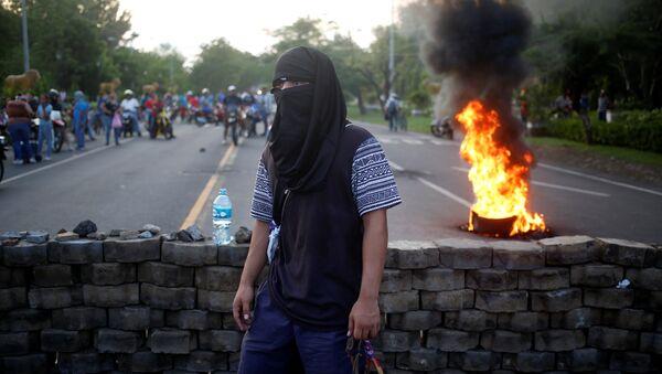 A masked protester takes part in a protest against President Daniel Ortega's government in Leon, Nicaragua - Sputnik International