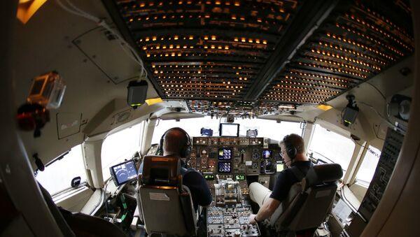 Pilots conduct a pre-flight check on their Boeing 757 airplane. - Sputnik International