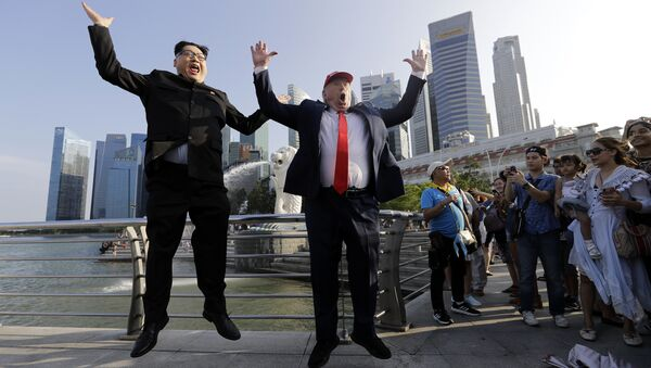 Kim Jong Un and Donald Trump impersonators, Howard X, left, and Dennis Alan, second left, pose for photographs during their visit to the Merlion Park, a popular tourist destination in Singapore, on Friday, June 8, 2018 - Sputnik International
