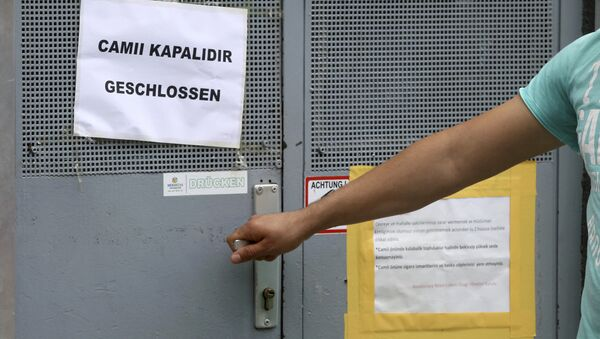 A man tries to open the door of a closed mosque in Vienna, Austria, Friday, June 8, 2018. The mosque is on of the seven mosques which the Austrian government said it's closing and plans to expel imams in a crackdown on political Islam and foreign financing of religious groups. - Sputnik International