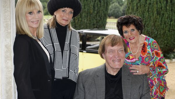 Eunice Gayson, at right, with, from left, Britt Ekland, Tania Mallet and Richard Kiel at a photocall for Bond 50 on Friday, Sept. 21, 2012 in London, UK - Sputnik International