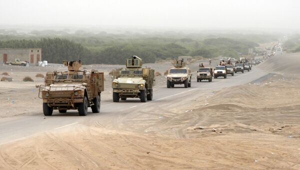 A column of Yemeni pro-government forces and armoured vehicles arrives in al-Durayhimi district, about nine kilometres south of Hodeidah international airport on June 13, 2018 - Sputnik International