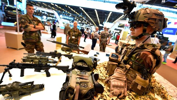 French military stand next to French military equipment, presented on June 11, 2018 during the the Eurosatory defence and security international exhibition in Villepinte, near Paris - Sputnik International