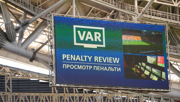 A screen installed at the Kazan Arena shows penalty video review moment during the World Cup Group C soccer match between France and Australia in Kazan, Russia, June 16, 2018 - Sputnik International