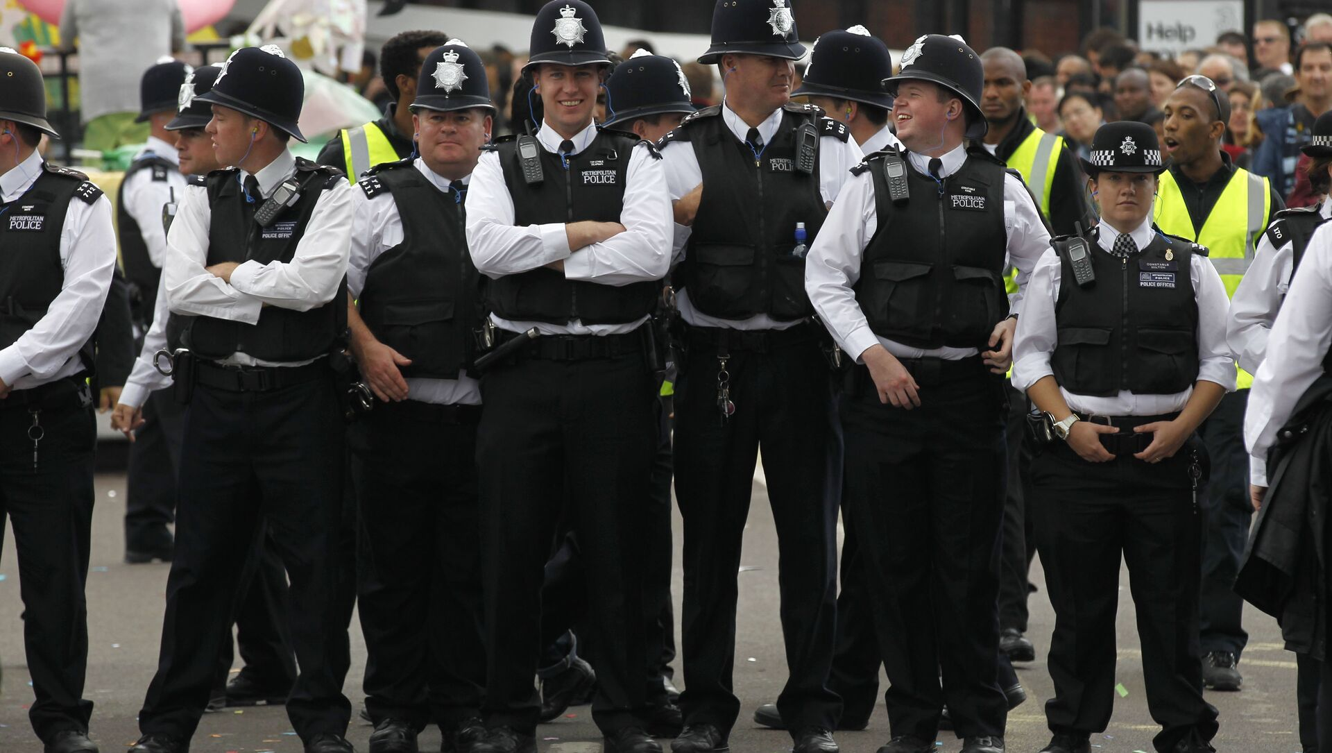 British police officers stand on duty during Europe's largest street festival, the Notting Hill Carnival in London, UK - Sputnik International, 1920, 28.07.2021