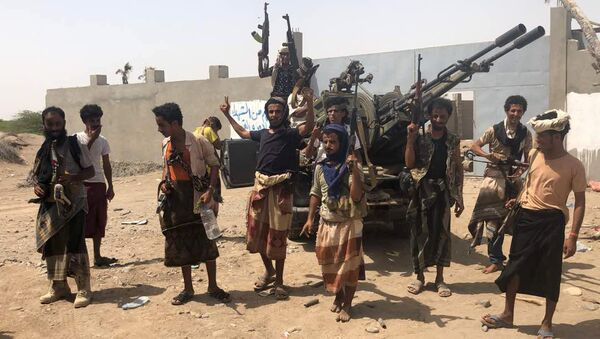 Yemeni pro-government forces backed by the Saudi-led Arab military alliance gather during their fight against Huthi rebels in the area of Hodeida's airport on June 18, 2018 - Sputnik International