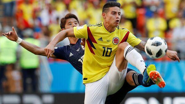 Japan's Hiroki Sakai in action with Colombia's James Rodriguez - Sputnik International