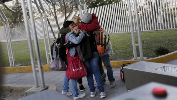 Cuban migrants embrace after traveling en route from Costa Rica to El Salvador, Guatemala and Mexico, before continuing their journey to U.S., on the border between the U.S. and Mexico in Reynosa, in Tamaulipas state, Mexico - Sputnik International
