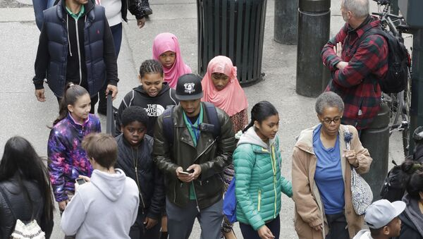 Two Muslim girls walk in a crowd on 42nd St., Friday, April 14, 2017, in New York - Sputnik International