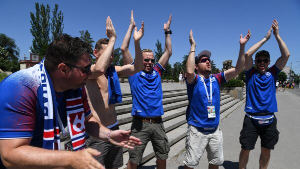 Supporters of Iceland's national football team clap while visiting visit the Mamayev Kurgan World War Two memorial complex in Volgograd on June 22, 2018, hours before the Russia 2018 World Cup Group D football match between Nigeria and Iceland - Sputnik International