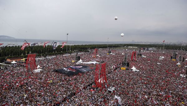 Supporters of Muharrem Ince, presidential candidate of Turkey's main opposition Republic People's Party, attend an election rally in Istanbul, Saturday, June 23, 2018. Turkish voters will vote Sunday, June 24, in a historic double election for the presidency and parliament. - Sputnik International