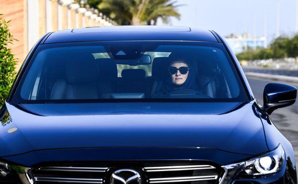 Newly-licensed Saudi female motorist - Sputnik International