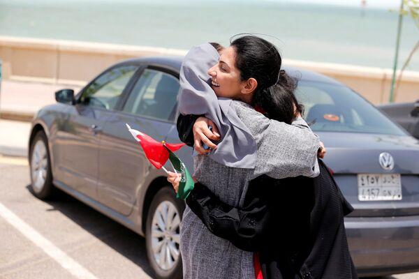 Saudi women congratulate each other on the lifting of driving ban - Sputnik International