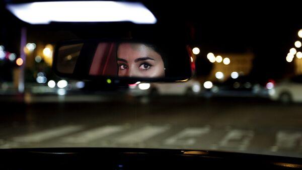 Hessah al-Ajaji drivers her car down the capital's busy Tahlia Street after midnight for the first time in Riyadh, Saudi Arabia, Sunday, June 24, 2018. - Sputnik International