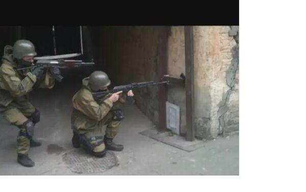 Azov training for close quarters combat in buildings, Kiev. - Sputnik International