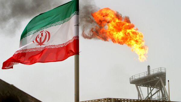 A gas flare on an oil production platform in the Soroush oil fields is seen alongside an Iranian flag in the Persian Gulf, Iran, July 25, 2005 - Sputnik International