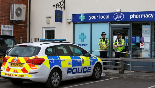 Police officers guard outside a branch of Boots pharmacy, which has been cordoned off after two people were hospitalised and police declared a 'major incident', in Amesbury, Wiltshire, Britain, July 4, 2018 - Sputnik International