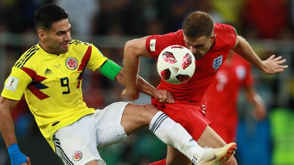 Colombia's Radamel Falcao, left, struggles for a ball with unidentified England's player during extra time of the World Cup Round of 16 soccer match between Colombia and England, at the Spartak Arena, in Moscow, Russia, July 3, 2018. - Sputnik International
