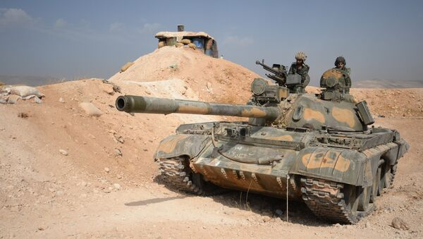 The crew of a T-72 tank of the 10th Division, 2nd Corps of the Syrian Arab Army are on combat alert off Katana, Damascus Province - Sputnik International