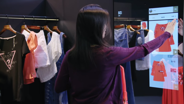 Woman Selects Clothing on Smart Mirror at Alibaba's FashionAI Store in Hong Kong - Sputnik International