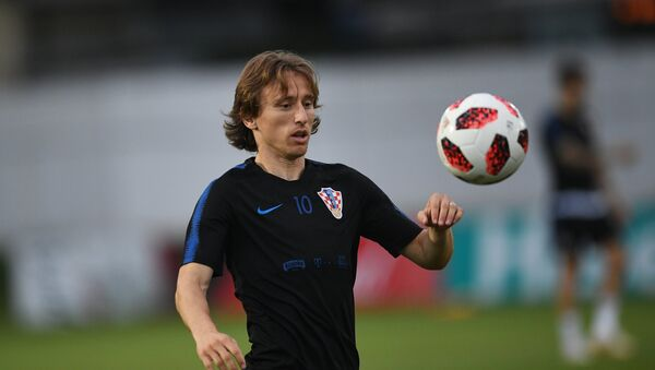 Croatia's Luka Modric plays with a ball during a national soccer team's training session ahead of the World Cup quarter-final soccer match between Russia and Croatia, at a training base in Sochi, Russia, July 4, 2018 - Sputnik International