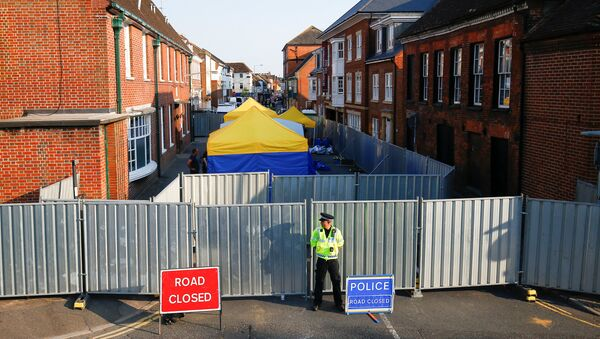 A police officer stands in front of screening erected behind John Baker House as forensic tents are erected, after it was confirmed that two people had been poisoned with the nerve-agent Novichok, in Amesbury, Britain - Sputnik International