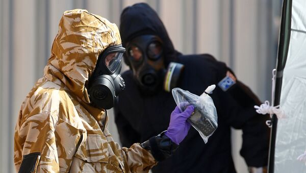 Forensic investigators, wearing protective suits, emerge from the rear of John Baker House, after it was confirmed that two people had been poisoned with the nerve-agent Novichok, in Amesbury, Britain, July 6, 2018 - Sputnik International