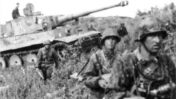 Waffen SS Division Das Reich units with a Tiger I tank. Kursk, 1943.  - Sputnik International