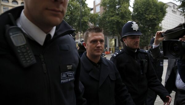 Tommy Robinson the former leader of the far-right EDL English Defence League group is flanked by police officers as he arrives for an appearance at Westminster Magistrates Court in London, Wednesday, Oct. 16, 2013 - Sputnik International
