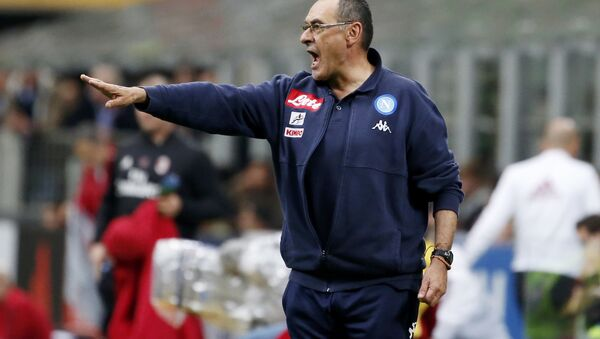 Coach Maurizio Sarri gives instructions during the Serie A soccer match between AC Milan and Napoli at the San Siro stadium in Milan, Italy, Sunday, April 15, 2018 - Sputnik International