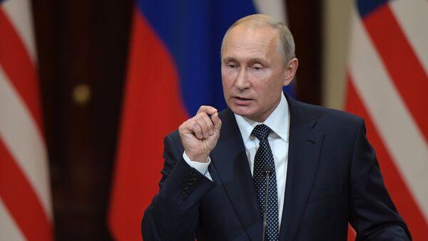 Vladimir Poutine lors d'une conférence de presse conjointe avec Donald Trump à Helsinki - Sputnik International