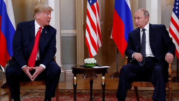 Trump y Putin se reunen en el palacio presidencial para su primera cumbre oficial - Sputnik International