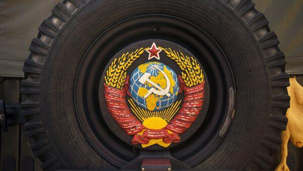 USSR Coat of Arms on an Old Military Vehicle - Sputnik International