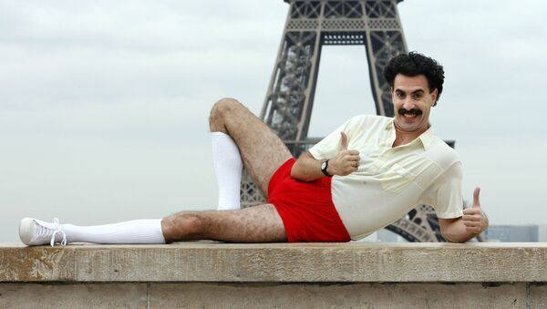 British comedian Sacha Baron Cohen poses in front of the Eiffel tower, 09 October 2006 in Paris - Sputnik International