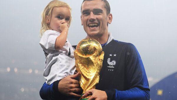 Antoine Griezmann With His Daughter - Sputnik International