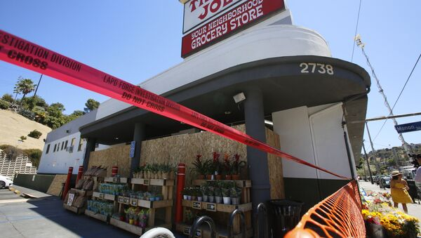 Red tape blocks access to a Trader Joe's grocery store in the Los Feliz neighborhood of Los Angeles, Sunday, July 22, 2018. - Sputnik International